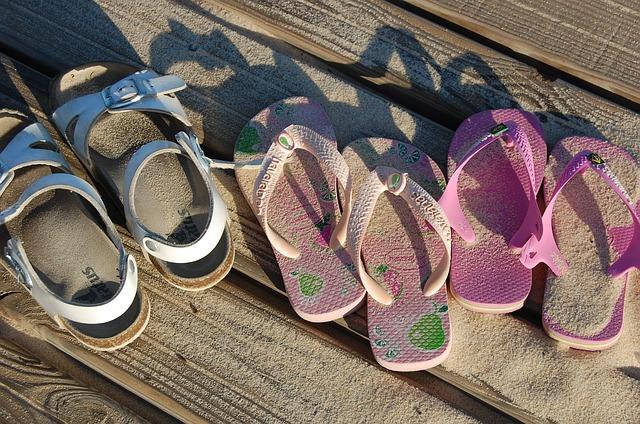 child-sandals-478455_640